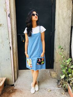 Light Blue Denim Dungaree in 2019 Frock Fashion, Skirt Fashion, Fashion Dresses, Dress Outfits, Kurta Designs, Kurti Designs Party Wear, Frock Design, Trendy Dresses, Casual Dresses