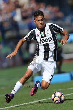 Paulo Dybala of Juventus FC in action during the Serie A match between Empoli FC and Juventus FC at Stadio Carlo Castellani on October 2, 2016 in Empoli, Italy.
