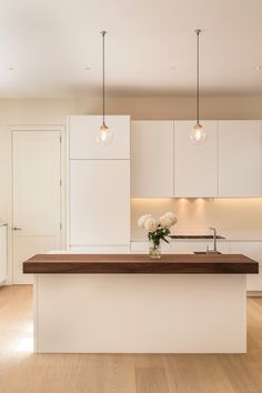 Pure, white kitchen with solid walnut counter Kitchen Dinning, Kitchen Decor, Dining, Casas Country, Welcome To My House, Lets Stay Home, Small Modern Home, Condo Decorating, Minimalist Kitchen
