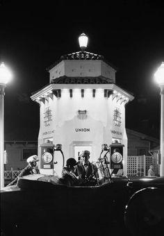 yesterdaysprint:  Union gas station, Southern California, 1931