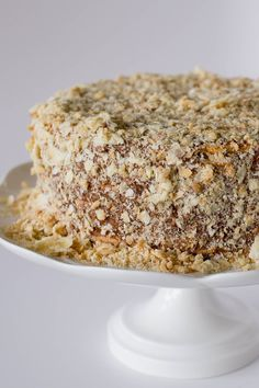 This is the most traditional cake in Chile, layers of thin crispy dough almost cookie like and dulce de leche. Torta Chilena Recipe, Cake Recipes, Dessert Recipes, Desserts, Thousand Layer Cake, Chilean Recipes, Chilean Food, Cake Vegan, Mille Feuille