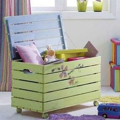 26 fabulous diy pallet projects for your kids Pallet Crafts, Diy Pallet Projects, Wood Projects, Diy Pallet Furniture, Kids Furniture, Woodworking Furniture, Furniture Plans, Diy Toy Box, Pallet Kids