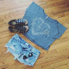 AE Bjewel Oversized Crop Tee Super cute and comfy crop top American Eagle Outfitters Tops Crop Tops