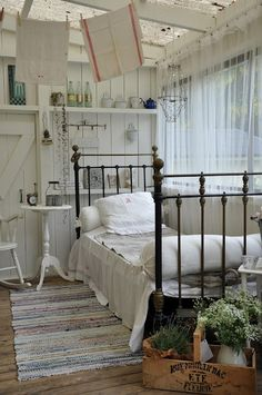 The home of shabby chic decor Shabby Chic Bedrooms, Bedroom Vintage, Shabby Chic Homes, Shabby Chic Decor, Shabby Chic Porch, Cottage Bedrooms, Vintage Decor, Rustic Decor, Style At Home