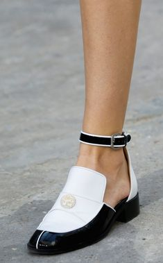 Chanel printemps été 2015 must have Cute Shoes, Me Too Shoes, Primavera Chanel, Shoes 2015, Mocassins, Sneaker Heels, Chanel Spring, Beautiful Shoes, Ideias Fashion