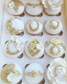 Cupcakes White And Gold Flower Ideas Gold Cupcakes, Fancy Cupcakes, Pretty Cupcakes, Beautiful Cupcakes, Flower Cupcakes, Royal Cupcakes, Gold Cake, Wedding Cookies, Wedding Cupcakes