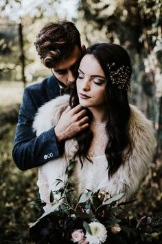 ethereal-and-dark-winter-wedding-inspiration-fresh-and-wood-35