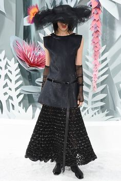 Chanel Spring 2015 Couture #chanel   #spring2015   #couture   #fashion   http://www.bliqx.net/chanel-spring-2015-couture/