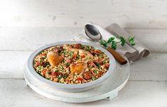 Συνταγή του Μηχάλη Ντουνέτα Υλικά 500γρ. καστανό ρύζι για γεμιστά ριζότο4 κοπανάκια κοτόπουλου1 μεγάλο χωριάτικο λουκάνικο100γρ ψιλοκομμένο κρεμμύδι4 σκελίδες σκόρδου ψιλοκομμένες2 μεγάλες ώριμες τομάτες κομμένες σε καρεδάκια1 μικρή πράσινη πιπεριά 1 μικρή κόκκινη πιπεριά60γρ αρακάς2 κουτ. σούπας ψιλοκομμένο μαϊντανό1,5 λίτρο ζωμός κοτόπουλου100 ml ελαιόλαδο1 δαφνόφυλλο1 κουτ. γλυκού πάπρικα γλυκιά1/4 κουτ. γλυκού πάπρικα καυτερήλίγο σαφράν (προαιρετικά)αλάτι […] The post Ελληνική παέγια μ