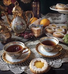 Vintage Tea, Cute Food, Yummy Food, Café Chocolate, Afternoon Tea Parties, Cookies And Cream, Aesthetic Food, High Tea, Tea Set