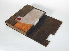 Full suede binding by Hélène Francoeur. Beautiful other work on the site. Cardboard Crafts, Paper Crafts, Book Repair, Diy Notebook, Book Journal, Journals, Handmade Books, Diy Box, Scrap