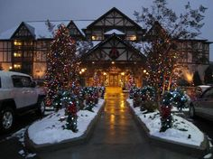 Christmas Inn Pigeon Forge Coupons | The Inn at Christmas Place: Entrance to the hotel