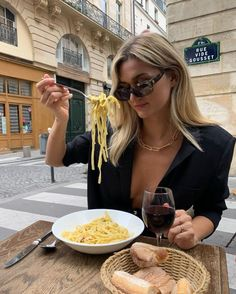 Classy Aesthetic, Aesthetic Girl, Beige Aesthetic, Estilo Ivy, Kelsey Rose, Foto Glamour, Site Mode, Style Feminin, Date Dinner