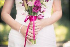 Brautshooting, Braut, Blumenstrauß, Brautstrauß, Brautkleid, Blumen: bloombox Düsseldorf, pink, Foto: Violeta Pelivan