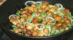 Még egytálételnek is kiváló egy kis savanyúsággal. Good Food, Yummy Food, How To Cook Potatoes, Hungarian Recipes, Fresh Vegetables, Potato Recipes, Potato Salad, Side Dishes, Food And Drink