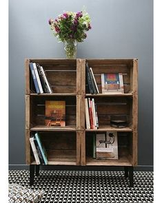 35 ideas for recycling wooden crates: they& find a place in your home! Source by annesoduj The post 35 ideas for recycling wooden crates: they& find a place in your home! appeared first on Wooden. Crate Bookshelf, Bookshelf Ideas, Wood Crate Shelves, Creative Bookshelves, Wood Shelf, Diy Home Decor, Room Decor, Recycled Home Decor, Crate Storage