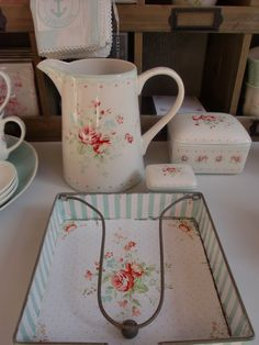 GreenGate jug, jewelry box, butter box and napkin holder Abelone White