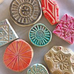Stamps carved by Jessica Swift - House Interior Designs Diy Stamps, Homemade Stamps, Stamp Printing, Printing On Fabric, Atelier D Art, Stamp Carving, Fabric Stamping, Plate Art, Tampons