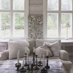Zoffany wallpaper Romey´s garden vintage style living room antique howard sofa interior design Suunnittelutoimisto Kruunu