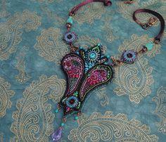 'Cachemire' bead embroidery necklace by Biloba Bijoux (aka Marie Géraud) from he latest book 'Bijoux Brodés: perles, fils & rubans'.