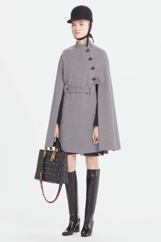 See the complete Christian Dior Pre-Fall 2017 collection.