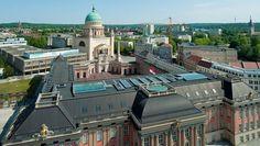 Fremdkörper im historischen Zentrum - die Potsdamer Fachhochschule (hinten links im Bild) wird abgerissen.