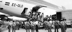TAREA 6 Y PRODUCTO FINAL GRUPO 5: LA CULTURA  Desembarque del 'Guernica' a su llegada al aeropuerto de Madrid Barajas. (Foto: Iberia) http://www.elmundo.es/elmundo/2006/09/08/cultura/1157705108.html