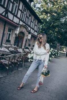 3 Cozy Fall Outfits to copy right now 3 Cozy Fall Outfits to copy right nowCaution – this one might come as quite a bummer to you: Autumn in Europe is slowly but surely coming to Cozy Fall Outfits, Pin Up Outfits, Cool Outfits, Silver Boots, Metallic Boots, Winter Looks, Fall Looks, Pin Up Kleidung, Boudoir Poses
