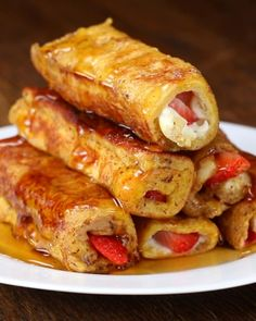Strawberry Cream Cheese French Toast Roll-Up Strawberry Cream C. - Strawberry Cream Cheese French Toast Roll-Up Strawberry Cream Cheese French Toast R - French Toast Roll Ups, Cinnamon Roll French Toast, Banana French Toast, French Toast Recipes, Baked French Toast, French Snacks, French Toast Sandwich, French Food, Breakfast Dishes