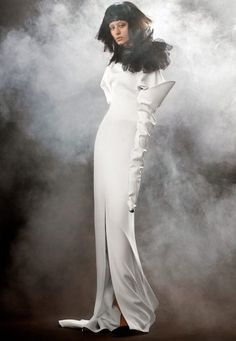 See the Vera Wang Bride Spring 2018 Collection of wedding gowns. The Vera Wang Bride Spring 2018 Collection has classic & modern wedding gowns by Vera Wang. Wedding Dress Suit, Best Wedding Dresses, Perfect Wedding Dress, Wedding Gowns, Wedding Kimono, Dream Wedding, Bridal Collection, Dress Collection, Vera Wang Bridal