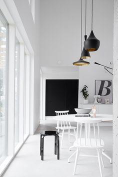 Scandinavian minimalism by musta ovi i ❤ interiors diy cabin Scandinavian Interior Design, Contemporary Interior Design, Scandinavian Home, Shop Interior Design, Modern Design, Black And White Interior, Black White, Eames Chairs, Diy Cabinets