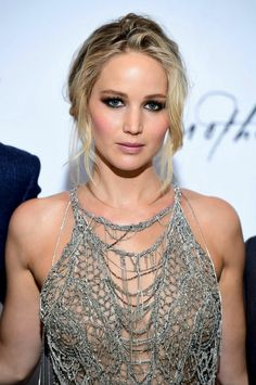 The most beautiful evening hairstyles of stars - Jennifer Lawrence& romantic bun - Beautiful Celebrities, Beautiful Actresses, Most Beautiful Women, Alexander Ludwig, Jennifer Lawrence Hot, Jennifer Aniston, Christina Hendricks, Maze Runner Maze, Beauté Blonde