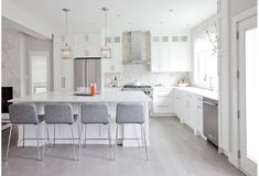 home Remodeling Open Concept - Jillian Harris Plays With Clean Lines In This Beautiful Renovation. Living Room Kitchen, Home Decor Kitchen, Home Kitchens, Kitchen Ideas, Kitchen Designs, Kitchen Post, Condo Kitchen, Kitchen Stuff, Living Rooms