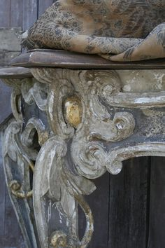 Patina-Console detail furniture aged finish by Elise Valdorcia Annie Sloan Paints, Purple Home, French Grey, French Decor, Rustic French, French Country, Painting Techniques, Kitsch, Chalk Paint