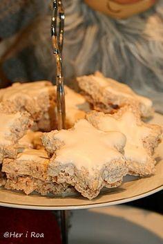 Her i Roa: Kanelstjerner Norwegian Food, Norwegian Recipes, Norwegian Christmas, Christmas Cooking, No Bake Cake, Cookie Recipes, Nom Nom, Goodies, Food And Drink