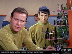 Star Trek: The Original Series Photo: Kirk & Spock Star Wars, Star Trek Tos, 3d Chess, Chess Sets, Canal 13, Start Trek, Star Trek 1966, Star Trek Original Series, Starship Enterprise