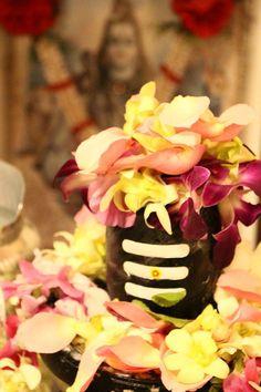 Har Har making a drop makes an ocean Shiva Linga, Mahakal Shiva, Shiva Statue, Shiva Art, Lord Ganesha, Lord Krishna, Lord Shiva Hd Wallpaper, Lord Shiva Family, Om Namah Shivay