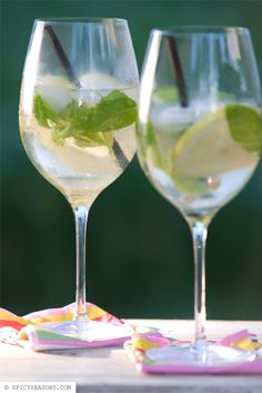 The Hugo! 150ml prosecco 100ml mineral water with a lot of carbon dioxide 2cl elderflower cordial 1 slice of lime 9 leaves of fresh spearmint ice cubes, at pleasure