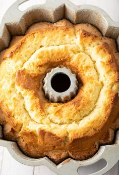 Easy Cream Cheese Pound Cake Recipe – A Spicy Perspective – Desserts Homemade Pound Cake, Easy Pound Cake, Pound Cake Recipes, Easy Cake Recipes, Dessert Recipes, Best Pound Cake Recipe Ever, Pound Cake Glaze, Homemade Cheesecake, Paleo Dessert
