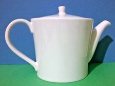 It is part of a range of crockery made by RAK and designed by Vavro. This attractive white teapot is made in porcelain. It is in good used condition with slight rub marks on one side of the rim and spout. Teapot Design, Pot Sets, Canister Sets, Tea Infuser, White Porcelain, Tea Pots, Ebay, Ideas, Tea Pot