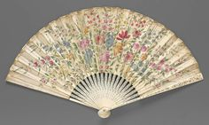 1700-1725. France of Italy - Fan (back) - Skin leaf painted in gouache, ivory sticks, mother-of-pearl