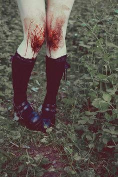She couldn't feel her knees... There were numb from the pain. At least the merciless stinging had subsided.