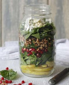 The pomegranates have vitamin C, the greens and pear slices have fiber, and the chopped nuts and crumbled feta provide healthy fat and protein. Get the recipe here: Pomegranate and Pear Salad Recipe From Mason Jar Salads, courtesy of Fake Food Free. Mason Jar Lunch, Mason Jar Meals, Meals In A Jar, Mason Jars, Healthy Meals For One, Healthy Eating, Healthy Recipes, Healthy Lunches, Fast Recipes