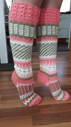 Cool Socks, Knitting Socks, Mittens, Knit Crochet, Diy And Crafts, Cross Stitch, Slippers, Diagram, Comfy