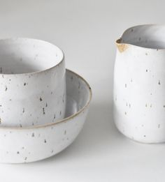 minimal 으 speckled clay with white glaze cup bowl and milkjug handmade pottery ceramics Pottery Plates, Glazes For Pottery, Ceramic Pottery, Glazed Pottery, Rustic Ceramics, Modern Ceramics, Ceramic Tableware, Ceramic Bowls, Kitchenware