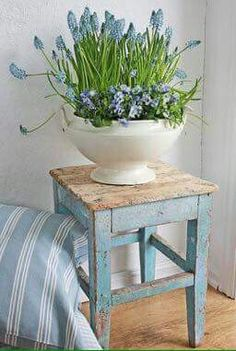 Shabby chic furnishings 16 impressive shabby chic decorations for a comfortable living . - Shabby chic furnishings 16 impressive shabby chic decorations for a pleasant living experience - Shabby Chic Furniture, Diy Decor, Blue Decor, Cottage Decor, Chic Home Decor, Shabby Chic Decor, Shabby Chic Homes, Home Decor, Shabby Chic Room