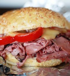 Hot pastrami sandwiches with melted cheese for the grill – CherylStyle Best Sandwich, Soup And Sandwich, Sandwich Recipes, Lunch Recipes, Sandwich Board, Cake Recipes, Delicious Sandwiches, Wrap Sandwiches, Dinner Sandwiches