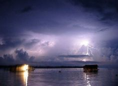 Catatumbo Lighting, Venezuela – Travelers to Venezuela will come across a natural wonder that is unique and outstanding. The Catatumbo Lightning can be witnessed across the Andes through a rich forest. The phenomenon is an atmospheric wonder where nearly 200 flashes can be admired every 10 minutes. The unusual event happens across Lake Maracaibo and it's certainly something mesmerizing.