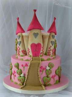 EDITOR'S CHOICE (01/07/2015) Fairytale Castle Cake by Marlene - CakeHeaven View details here: http://cakesdecor.com/cakes/174602-fairytale-castle-cake