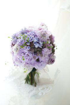 クラッチブーケ 紫のライラックとアジサイで 黎明 : 一会 ウエディングの花
